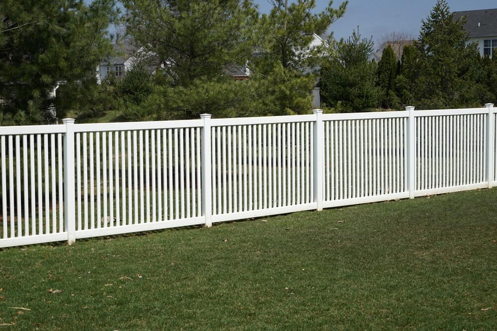 How do you pick a vinyl fence color-bigeasyfences.com